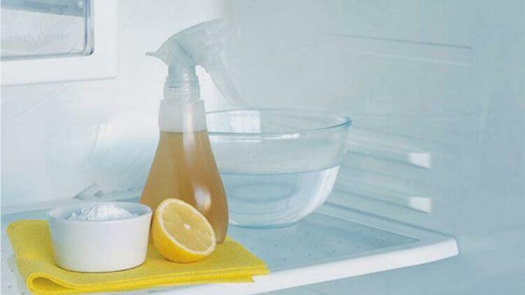 limpiar refrigerador con limón