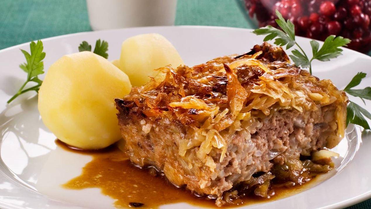 Kålpudding med potatis och brunsås